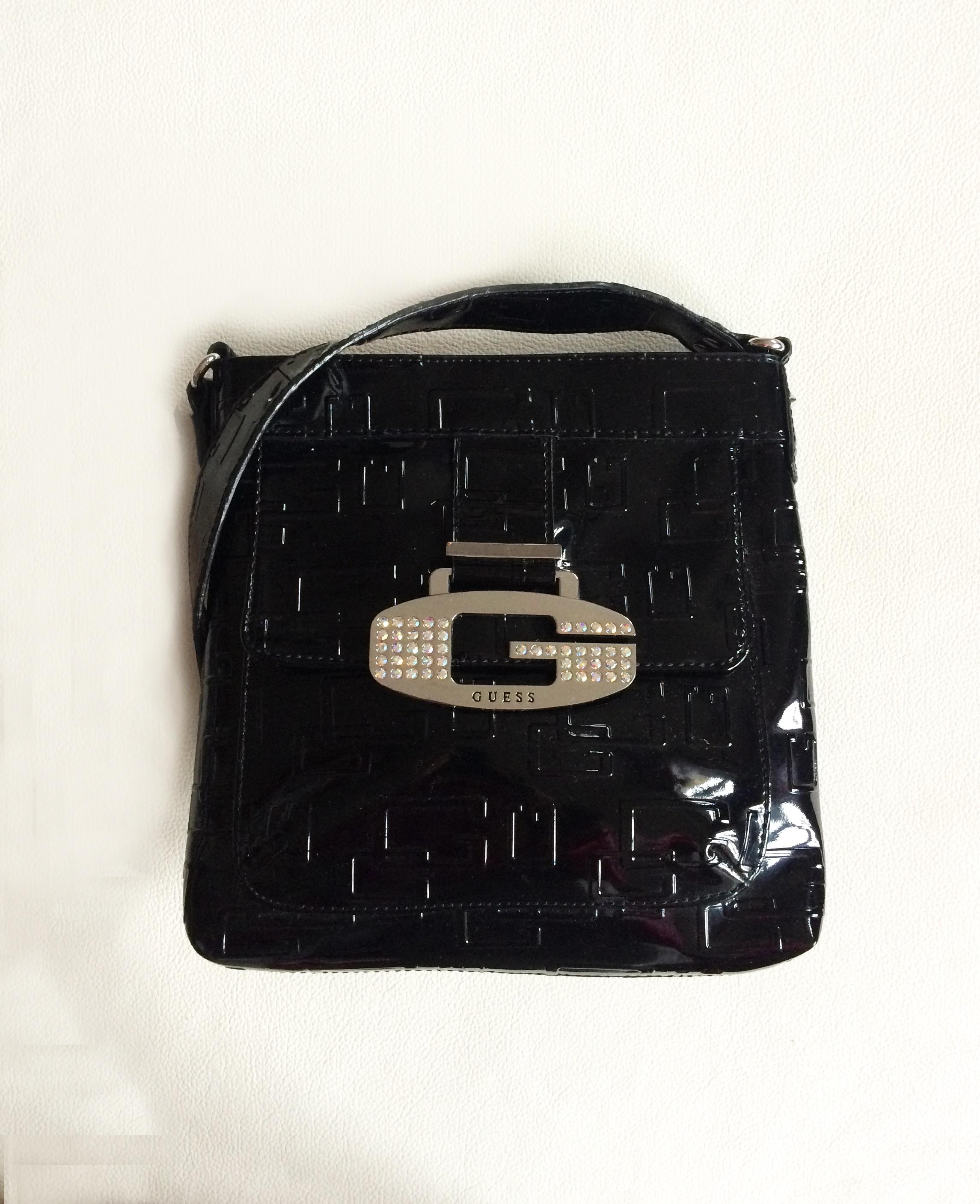 1f3408df8eec Kabelky  dámská kabelka Guess logo world mini černá crossbody