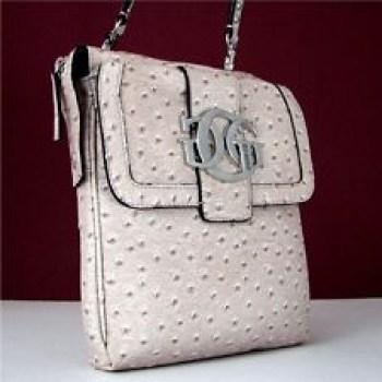 f510b85f1b dámská kabelka Guess crossbody attraction stone bílá barva odstín kámen